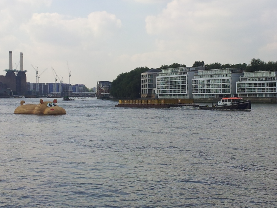 The #Thameshippo at St George's Wharf, Vauxhall, appears to watch a tug going by